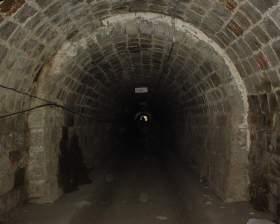 写真:トンネル内部1