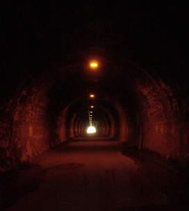 (旧)吹上トンネル内部。クリックすると大きな画像をご覧いただけます(34KB)