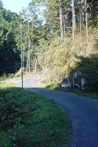 写真:旧旧吹上トンネルへの道1。クリックすると大きな画像をご覧いただけます(124KB)