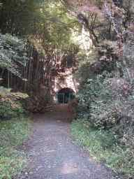 写真:旧旧吹上トンネル東側入口1。クリックすると大きな画像をご覧いただけます(144KB)