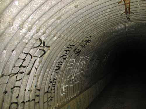写真:トンネル内部
