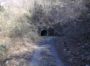 写真:トンネル南側入口1
